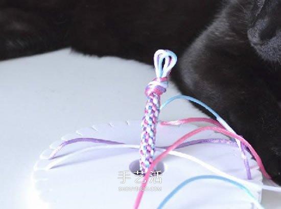 怎么编织彩色手链图解 四根绳编手链的方法 -  www.shouyihuo.com