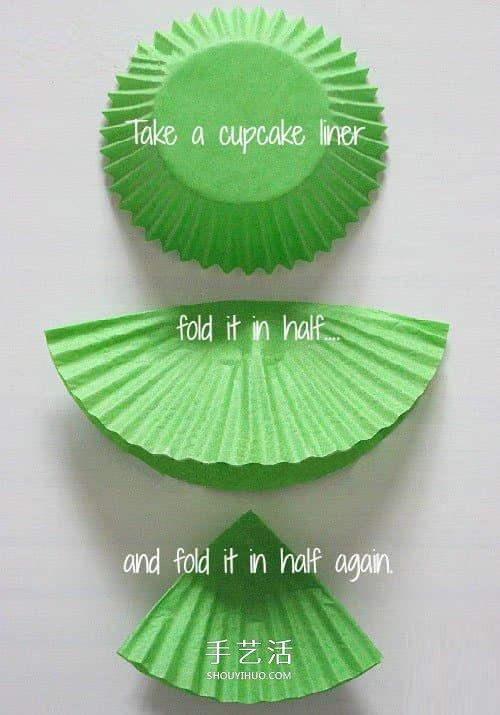 简单蛋糕纸圣诞树制作 幼儿蛋糕纸做圣诞挂饰 -  www.shouyihuo.com