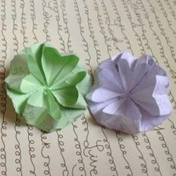 看着很像四叶草 漂亮四瓣纸花的折纸方法图解