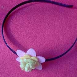 简单毛毡布花手工制作 粘贴到发箍上做装饰