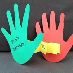 创意儿童生日贺卡制作 用卡纸剪两个可爱手掌