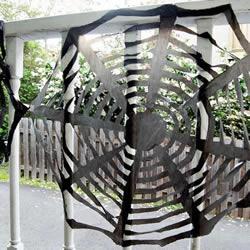 黑色垃圾袋手工小制作 做一个万圣节蜘蛛网装饰