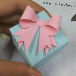 带盖方形包装盒的折法 还包括盒盖上的蝴蝶结