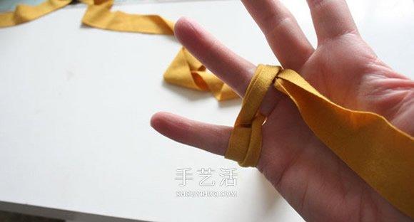 旧T恤编织手链的方法 粗犷风男士手链DIY -  www.shouyihuo.com