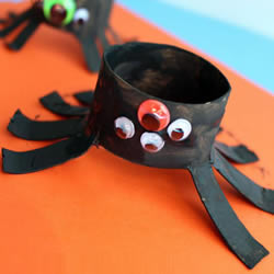 幼儿手工制作卷纸筒蜘蛛 万圣节变异蜘蛛做法