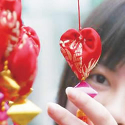 中国传统香包的做法 不织布DIY心形香包图解