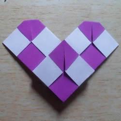 怎么折纸格纹爱心图解 双色格子心形的折法
