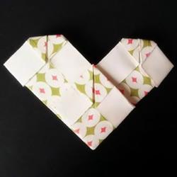 简单格子爱心怎么折 格纹桃心的折叠方法图解