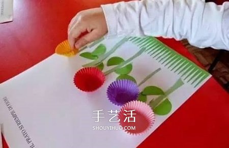 最简单蛋糕纸花的做法 蛋糕纸手工制作可爱小花 -  www.shouyihuo.com