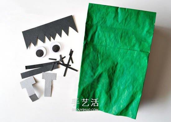 把它们像上面的图片那样贴好,一个可爱的万圣节科学怪人就完成了。如果纸袋足够大,还可以在眼睛部位挖两个孔,套在头上当面具呢~ 将剪下来的图案组合粘贴在合适的位置,最后在中间靠上的地方粘贴两个活动眼珠,整理一下就完成了,这个纸袋可以装饰,还可以装糖果当收纳袋呢!
