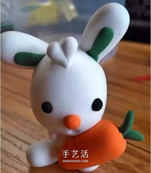 超轻粘土做一个抱着胡萝卜的小兔子,头发还是爱心的形状,挺可爱的有木