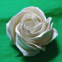 情人节前练练手 美丽纸玫瑰花的折叠步骤图