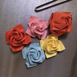 便签纸折花的教程 迷你玫瑰花手工折纸图解