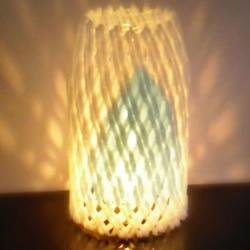 水果网套废物利用 配上矿泉水瓶做灯笼灯饰