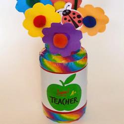 幼儿园教师节礼物DIY 用玻璃瓶制作美丽插花