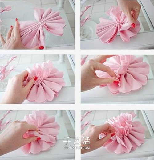 把粉色皱纹纸叠放起来,反复对折后把两头剪出弧形,并用细铁丝把中间扎