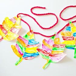 儿童手工做新年挂饰 卡纸枫叶挂饰的做法图解