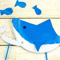 纸餐盘废物利用 嘴巴可以动的鲨鱼玩具小制作