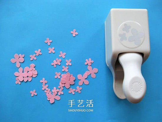 幼儿手工贴画教程:卡纸和胶带贴美丽的樱花树 -  www.shouyihuo.com