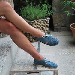 不需要针线或胶水 用折纸方法做一双皮革鞋子