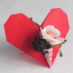 爱心插花的折法图解 简单带花瓶的心形折纸