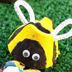 鸡蛋托废物利用做蜜蜂 幼儿园小蜜蜂手工制作