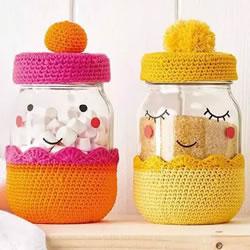 有爱的钩针编织!把玻璃罐做成卡通娃娃储物罐