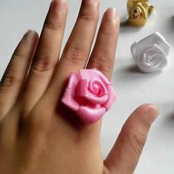 缎带折叠玫瑰花的折法 DIY好看的玫瑰花戒图解