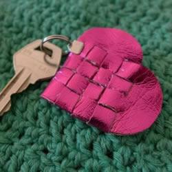PU革编织爱心的方法 DIY好看又可爱的钥匙扣
