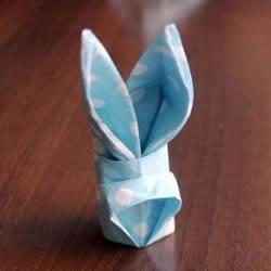 打发无聊等餐时光 餐巾纸手工折纸兔头的方法