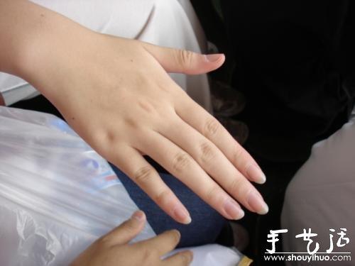 DIY手膜的方法 讓美眉的嬌嫩雙手安全過冬
