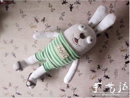 布艺娃娃diy_袜子布艺制作可爱兔子的手工教程_手艺活网