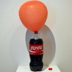 用碳酸饮料吹气球的创意