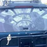 利用汽车上的灰尘创作的涂鸦作品