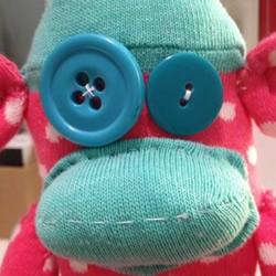 旧袜子DIY调皮小猴子的教程