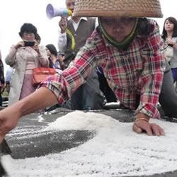"""儋州千年古盐田:纯手工制作的""""老盐""""咸中带甜还消火"""
