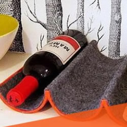 废物利用:保鲜膜筒DIY红酒架