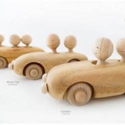 纯木手工制作的玩具车