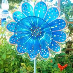 旧玻璃器皿手工DIY的漂亮玻璃花