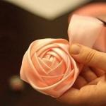 绸带手工编织粉红玫瑰的方法