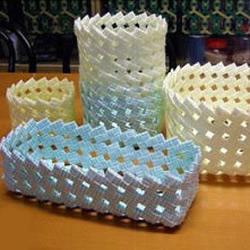 饮料吸管废物利用制作收纳筐的教程