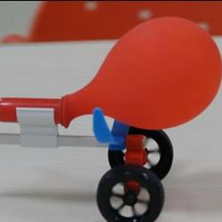 利用气球制作喷气式汽车