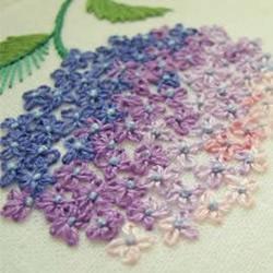 精致的花朵刺绣图片欣赏