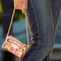 饼干盒子废物利用制作时尚手提包的教程