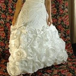卫生纸DIY制作的漂亮婚纱