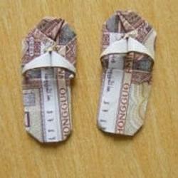纸币折纸小拖鞋的手工方法