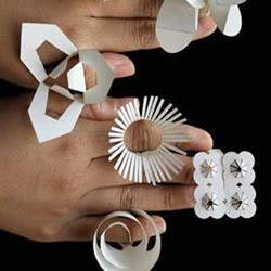 剪纸制作的可爱戒指