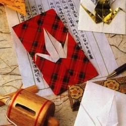 与信封浑然一体千纸鹤的折纸方法
