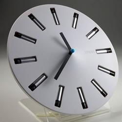 巧妙利用废旧电池的生态时钟