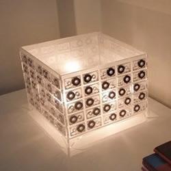 利用废弃的磁带DIY的台灯